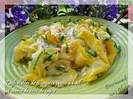cuisiner les courgettes jaunes gourmande sans gluten tagliatelles de courgette jaune à l ail et