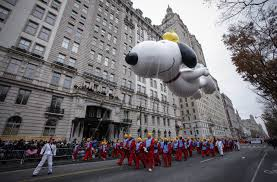 central park thanksgiving firing snoopy spells end for metlife observer