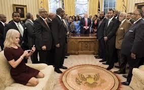 bureau president americain cette photo prise dans le bureau ovale de la maison blanche