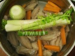 fond blanc en cuisine réaliser un fond blanc de volaille en images le sot l y laisse