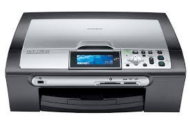 Eau pour remplacer l'encre dans l'imprimante