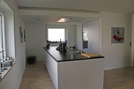 deckenlüfter küche grifflose küche mit großer arbeitsinsel und deckenlüfter