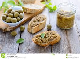 kretische küche zwei sandwiche mit pastete grünen oliven kretische küche