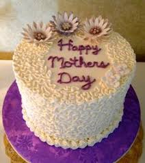 A Symbol Of Mom U0027s Love This Heart Shaped Cake Is Elegant And