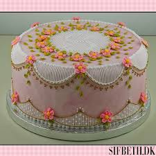 Australian stringwork on a flowered pink cake from CakeCentral