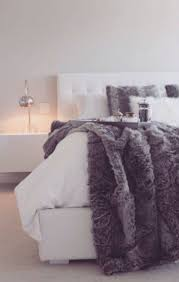 How Big Is A King Size Bed Blanket Best 25 Fur Blanket Ideas On Pinterest Faux Fur Blanket Faux