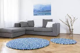tapis boule feutre tapis de boules en feutre multicolore rond myfelt einrichten
