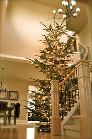 Decoration Staircase Christmas by 30 Beautiful Christmas Decorations That Turn Your Staircase Into A