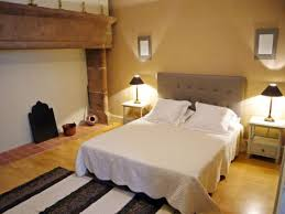photo chambre d hote chambre d hôtes gîte de groupe pour randonneurs à figeac chambre