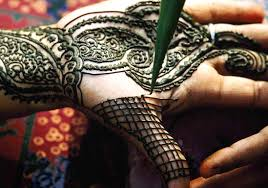 henna and temporary tattoos can cause an allergic reaction