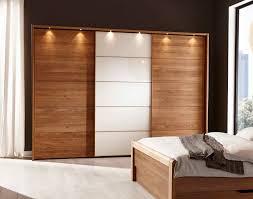 Schlafzimmer Schrank Lila Funvit Com Wohnzimmer Farbideen Dunkler Boden