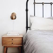 1000 ideaa minimalist nightstand pinterestissä pelkistetty