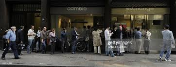 bureau de change 10 savers queue to buy and sell foreign cur pictures getty images