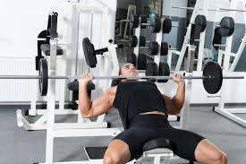 watchfit bench press form wide grip vs narrow grip