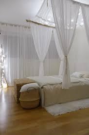 chambre bois flotté chambre façon cabane chic avec lit perroquet lit à baldaquin