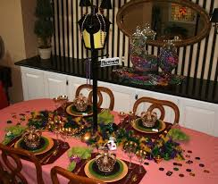 mardi gras home decor so many tables it s mardi gras in nola and almost everywhere