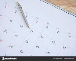 mettre sur le bureau stylo mettre dessus calendrier bureau 4 photographie npstockphoto
