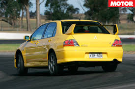 car mitsubishi evo mitsubishi lancer evo viii at performance car of the year 2005