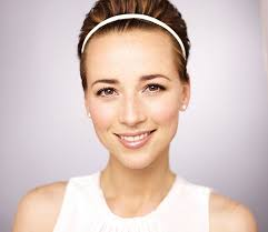 hairstyles of margaux on revenge 5 minutes with karine vanasse of revenge flare