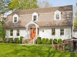Styles Of Homes by 26 Popular Architectural Home Styles Dutch Colonial Exterior