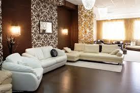 Wohnzimmer Tapeten Weis Braune Wandfarbe Entdecken Sie Die Harmonische Wirkung Der