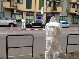 rapina in sparatoria dopo rapina in bancaferito carabiniere caccia ai