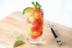 summer cocktail garnishes fun iced drink ideas