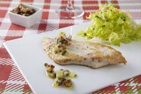 cuisine escalope de dinde recette de escalope de dinde poêlée vinaigrette aux noix facile et