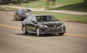 2018 toyota camry hybrid pictures photo gallery car and driver