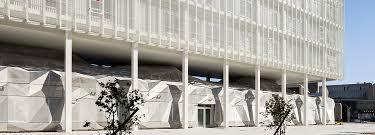 freeform meets strict geometry étoile company building detail