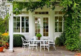 Iron Table And Chairs Patio 10 New Ways To Think About Wrought Iron For The Garden Or Patio
