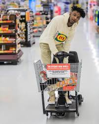 21 savage wears gucci logo hoodie grocery shopping upscalehype