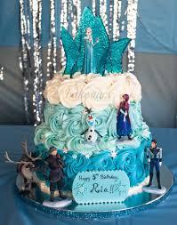 frozen themed cake u0027s big fan elsa