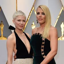 Michelle Phillips Michelle Williams And Busy Phillips Are Oscars 2017 Best Friend