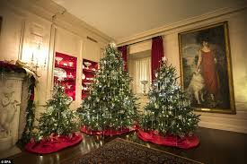Decorated Christmas Tree Delivery Uk by The White House Debuts Its Christmas Decorations For Obama U0027s Last