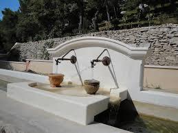 fontaine en pierre naturelle fontaine à sources en pierre d u0027estaillades réalisations taille de