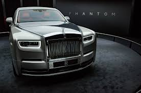 rolls royce cullinan vs bentley bentayga 2018 rolls royce phantom interior details 02 motor trend