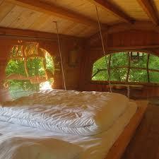 chambre d hote cabane dans les arbres dormir dans une cabane dans les arbres sur un arbre perché