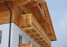 balkone holz balkone fassaden zimmerei peintner percha