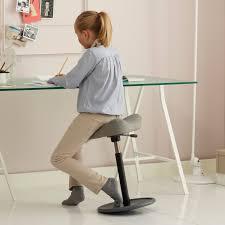 sgabelli regolabili in altezza sgabello ergonomico multiuso move di variér arredaclick