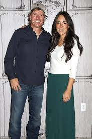 fixer upper u0027s chip and joanna gaines try to separate themselves