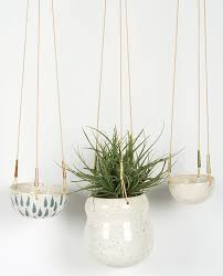24 pretty ceramic hanging planters home design lover