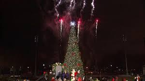 inaugural tree lighting ceremony held at navy pier