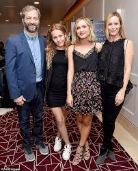Seeking Cast Maude Maude Apatow Is Cheered On By Parents Judd Apatow And Leslie Mann