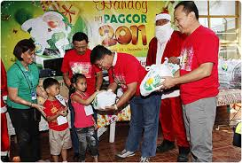 gives early christmas gift to 220 indigent youth and children of