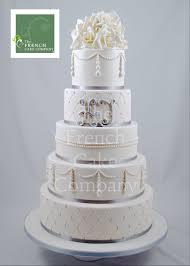 wedding cake mariage wedding cake pearls ans white flowers montee mariage