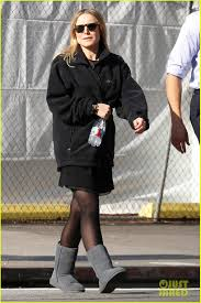 kristen bell baby bump cover up on u0027house of lies u0027 set photo