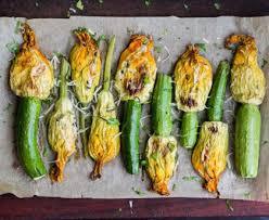 cuisiner les fleurs fleurs de courgette poêlées recette de fleurs de courgette poêlées