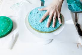 how to frost a cake the pioneer woman