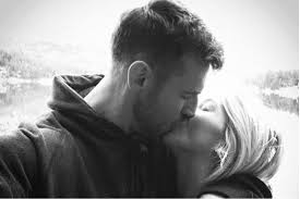 julianne hough engagement ring julianne hough gives glimpse at engagement ring